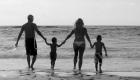 photo de famille à la plage