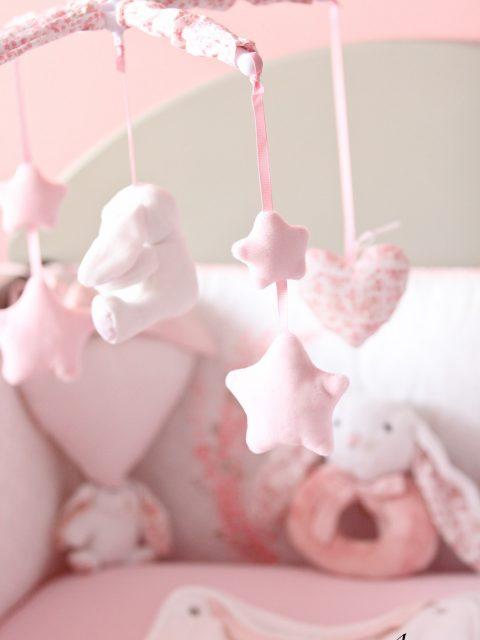 mobile rose de bébé