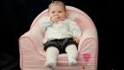 bébé sur un fauteuil en mousse