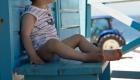 garçon sur un banc