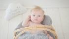 bébé props dans un panier
