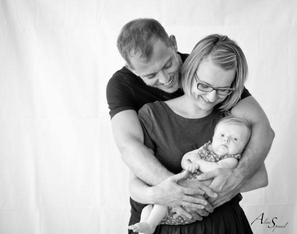 une famille avec son nouveau né