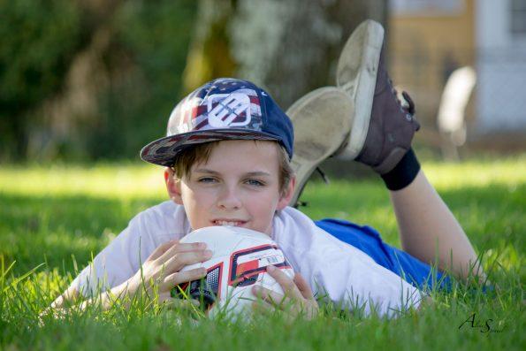 enfant avec son ballon de foot