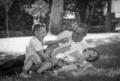 Portrait d'un papa et de ses 2 fils dans les Landes