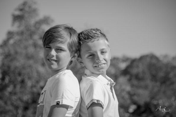 frères dos à dos