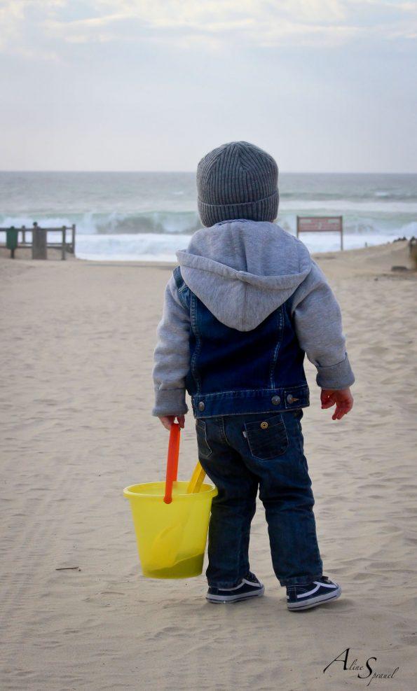 petit garçon a la plage