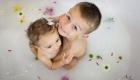 enfants dans un bain