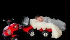 bebe dans un tracteur