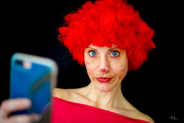 selfie clown