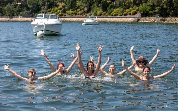 lever les bras dans l'eau