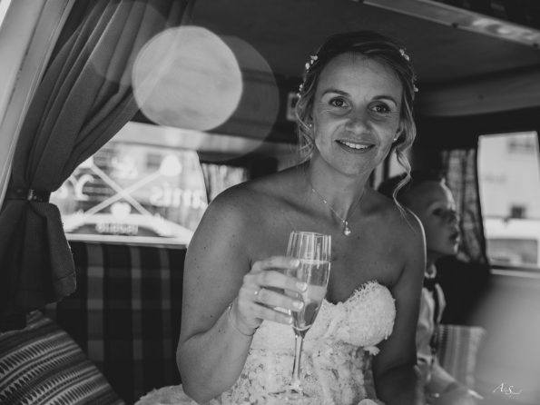 mariée coupe champagne