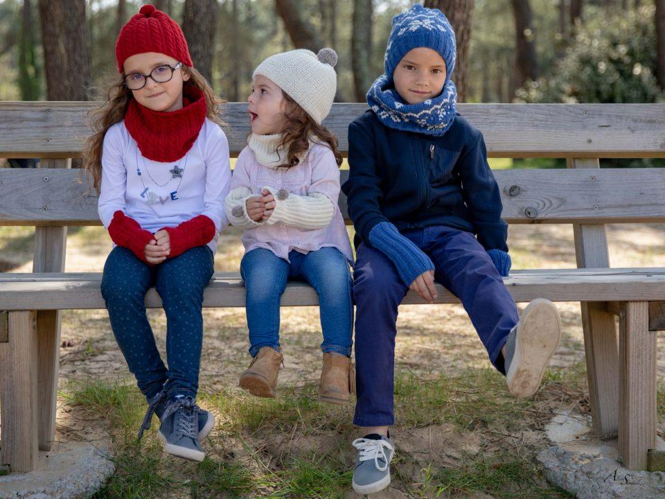 enfants sur un banc