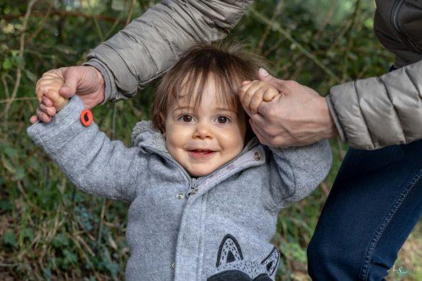 bebe sourit