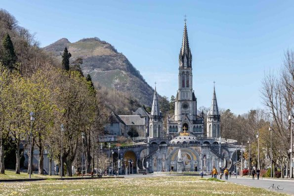 cathédrale lourdes