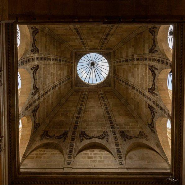 plafond bordeaux