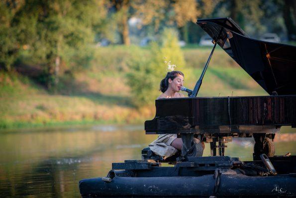 chanteuse piano du lac