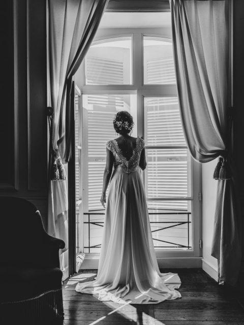 mariée a la fenêtre