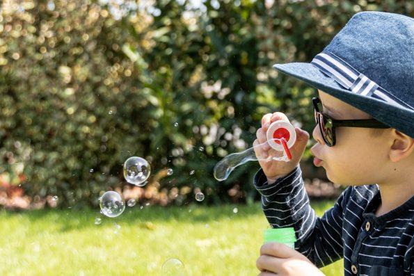 garcon-fait-des-bulles