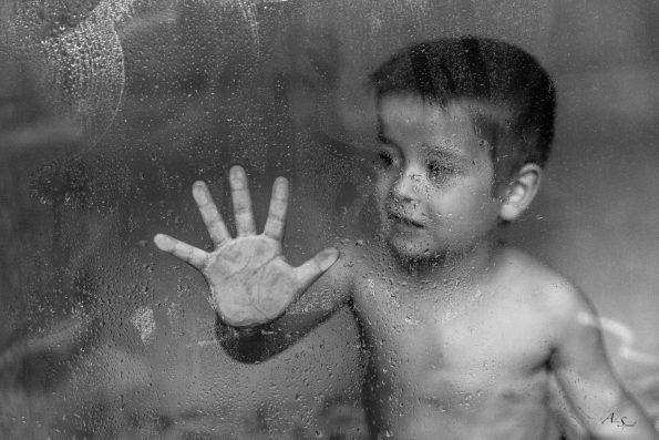 enfant-parroie-de-douche