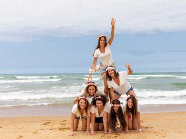 enterrement vie de jeune fille pyramide plage