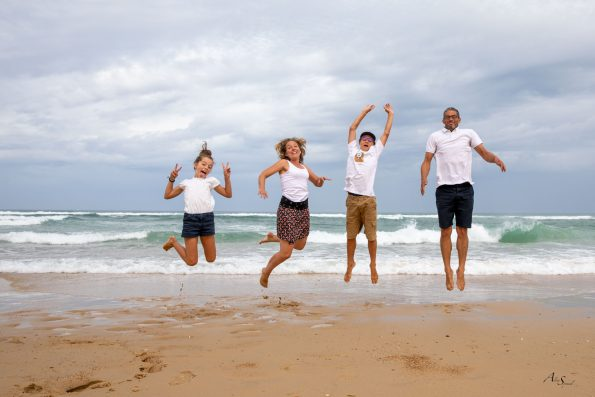 saut sur la plage