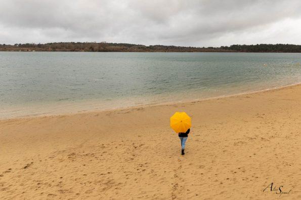 parapluie jaune sable